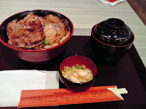 ぶたはげ豚丼三井.jpg